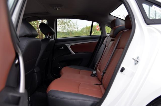 海马M6:车身线条饱满,运动感很强烈