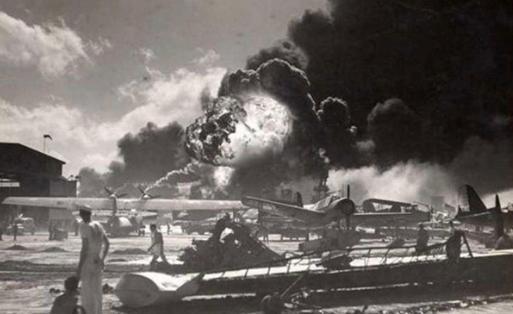 日本把太平洋舰队炸的一艘不剩能怎样?美国2年70艘航母教其做人