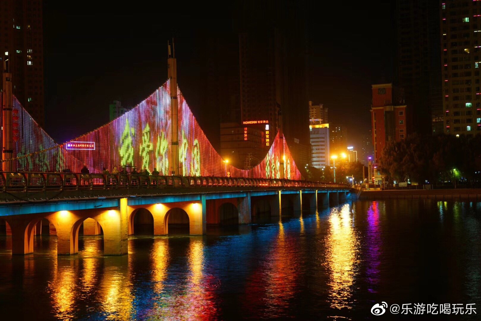 南疆首日:奔波8小时到达库尔勒,晚上观赏孔雀河夜景