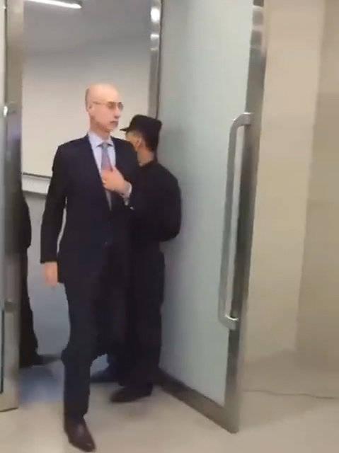 昨日、之后,NBA总裁肖华已连夜从日本飞到中国