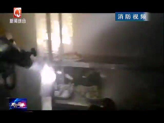 安庆:小餐馆突发火灾 四个钢瓶岌岌可危