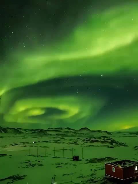 极光爆发!南极中山站现绝美极光