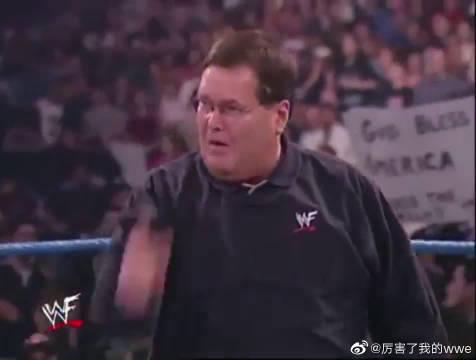 WWE老板最想删除的画面,被巨石强森强迫亲吻里克希的大屁股!