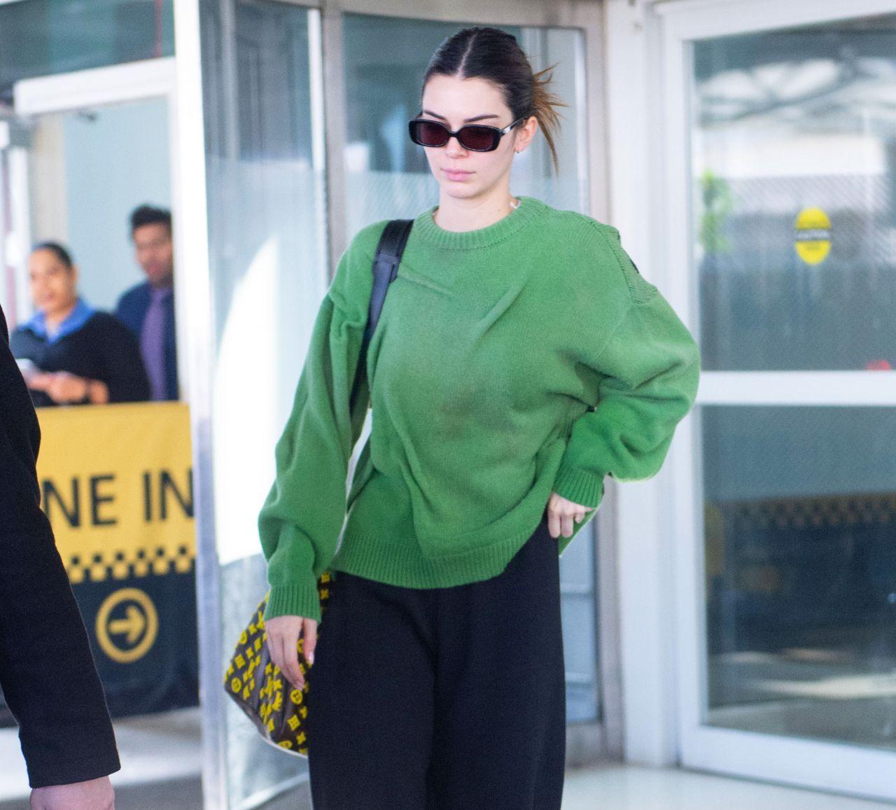 肯达尔·詹娜(Kendall Jenner)-纽约肯尼迪国际机场02/23/2020  @微