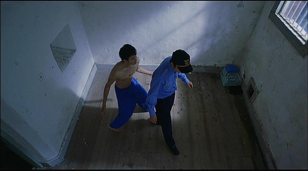 全片没有一句对白,却是我看过最诡异、离奇的电影《空房间》