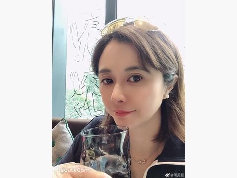她是最美的仪琳师妹,和张卫健被誉最佳荧屏情侣,如今越活越年轻