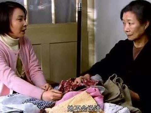 冬天洗衣服当妈的心疼女儿,婆婆就嫌弃儿媳妇娇贵