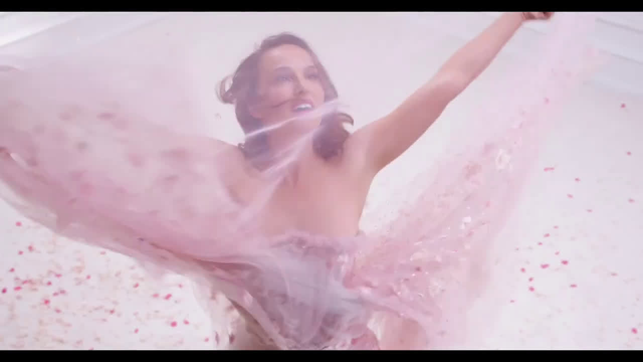 娜塔丽波特曼为Dior的Miss Dior Rose n'Roses香水新拍摄的广告