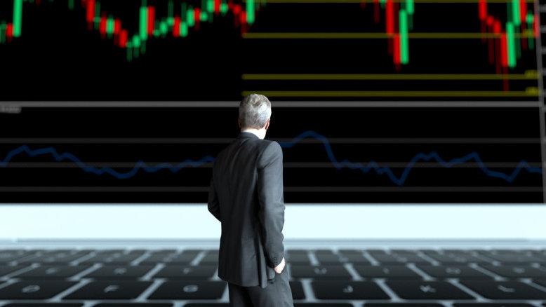 美国经济支柱产出创十年新低!巴菲特公司囤积1282亿现金,有何深意