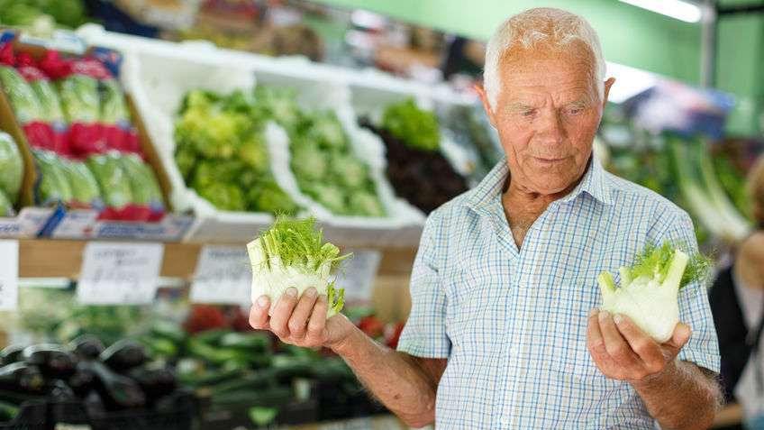 """4种蔬菜被世卫组织列进""""致癌名单""""?医生辟谣:这2种还真不好说"""