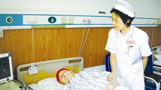 """做新时代的""""提灯女神""""——记黄河三门峡医院原护理部主任赵玉英"""