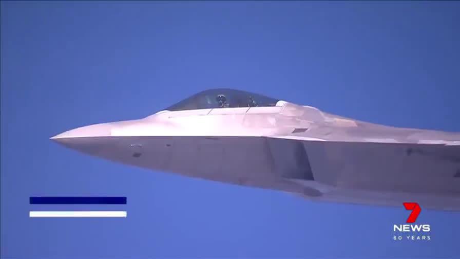 """7月19日美空军F-22战斗机在澳大利亚昆士兰州参加""""护身符军刀""""演习"""