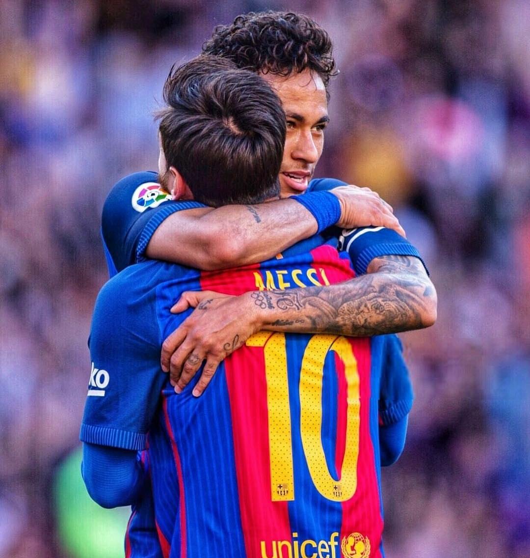 西班牙足球专家:梅西拿续约逼宫巴萨