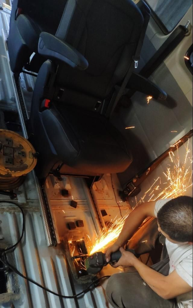 上汽大通V80铺木地板遇到难题了,求助