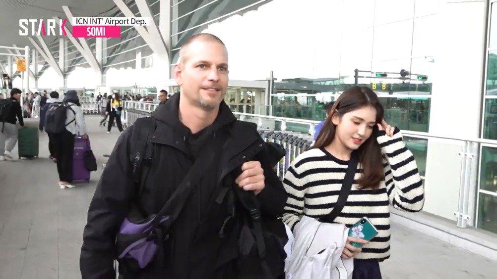 今日和父亲因拍摄《丛林的法则》经由仁川机场出境新闻视频