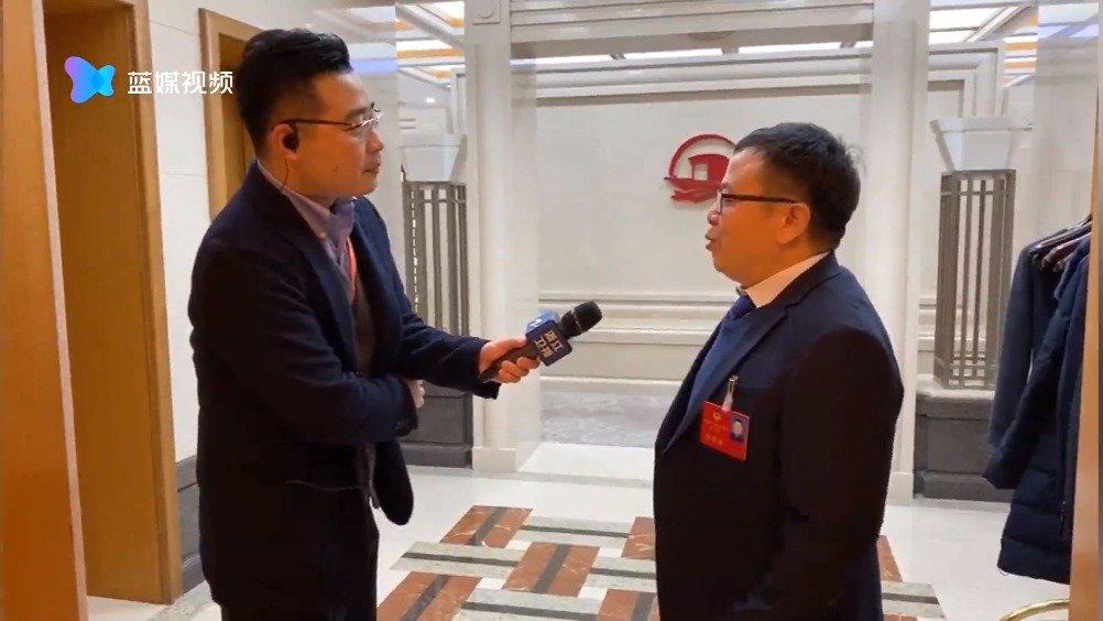 浙江省政协委员张凤翔出现在会场,他也是网络文学作家@管平潮