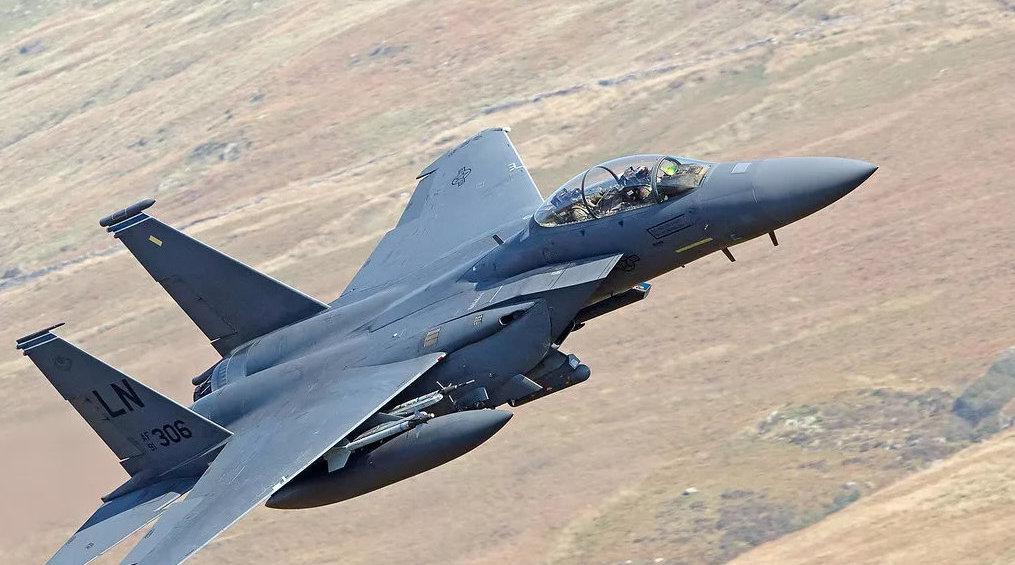 性能彪悍与苏27齐名,这款美制战机外销多国,改进型更加耀眼