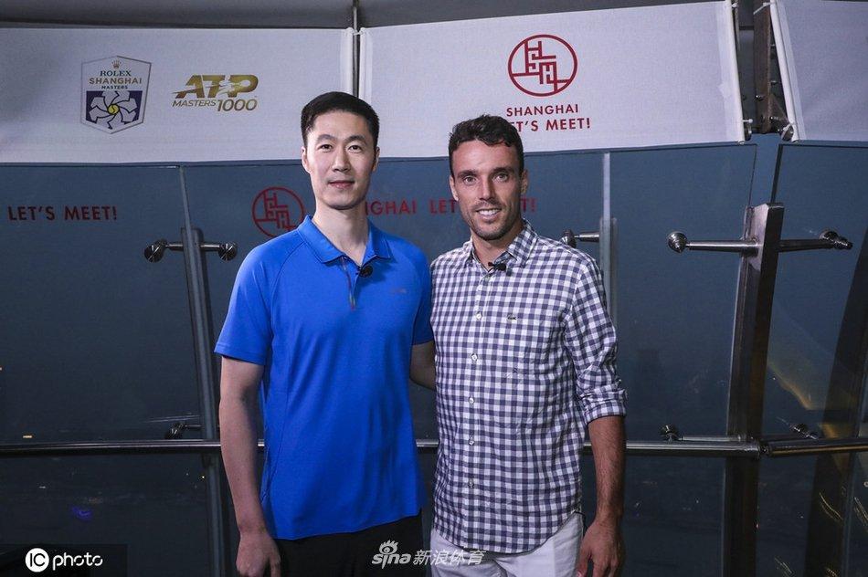 2019上海网球大师赛,阿古特、王励勤亮相大师浦江夜。