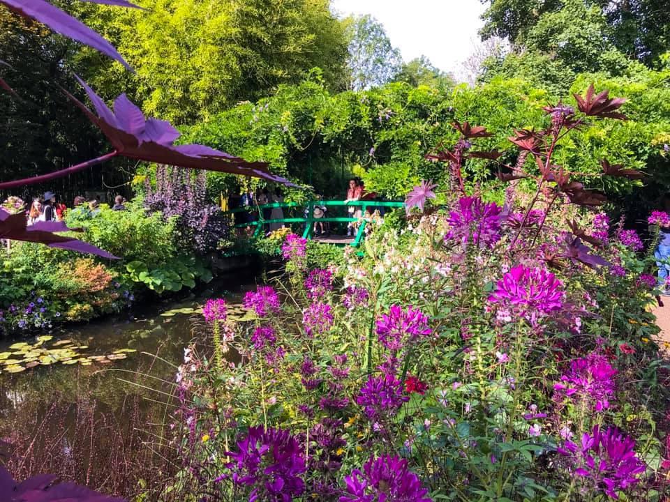 位于法国吉维尼小镇的花园和他的《睡莲》系列