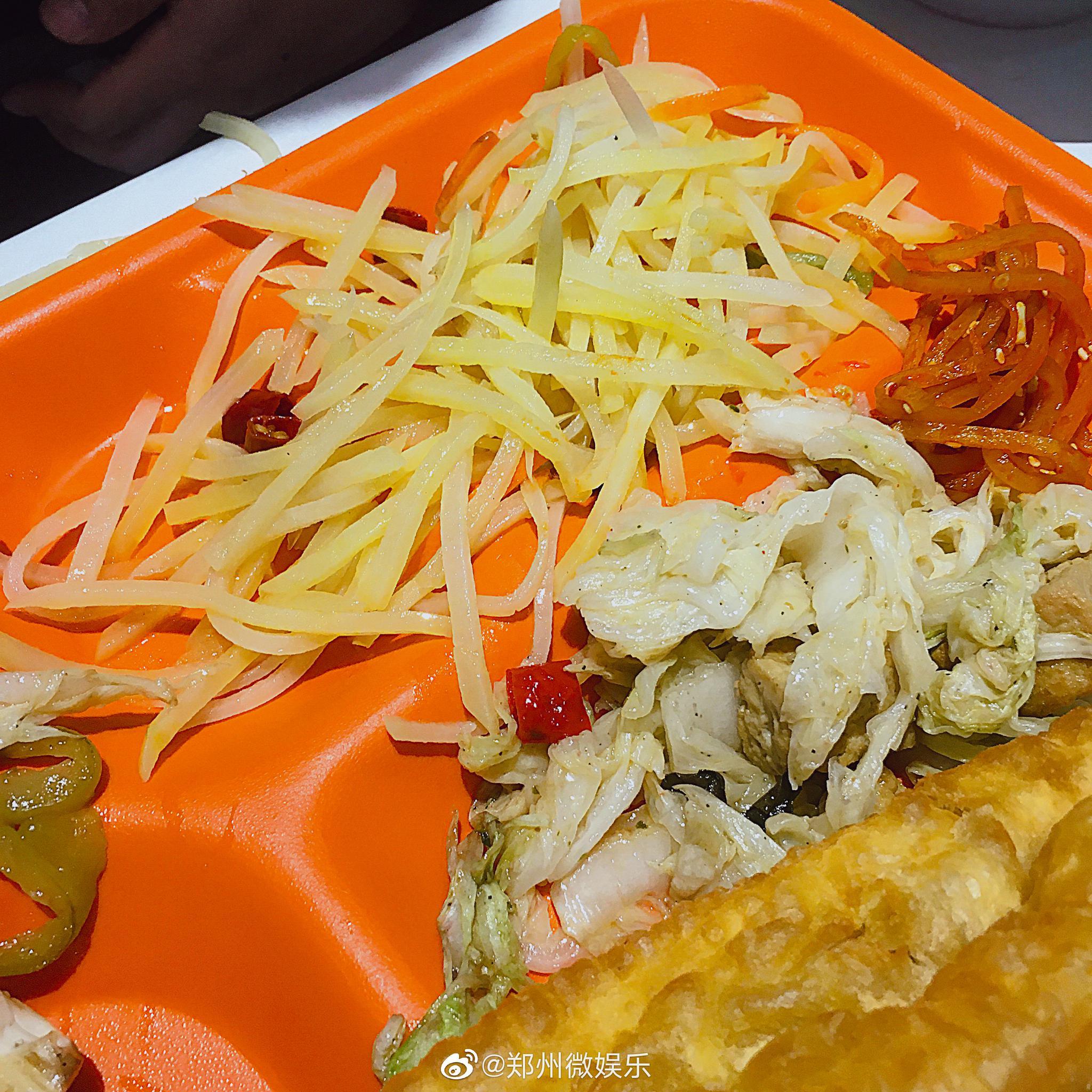 土豆丝+白菜豆腐+油条+韭菜鸡蛋锅贴+粥=6