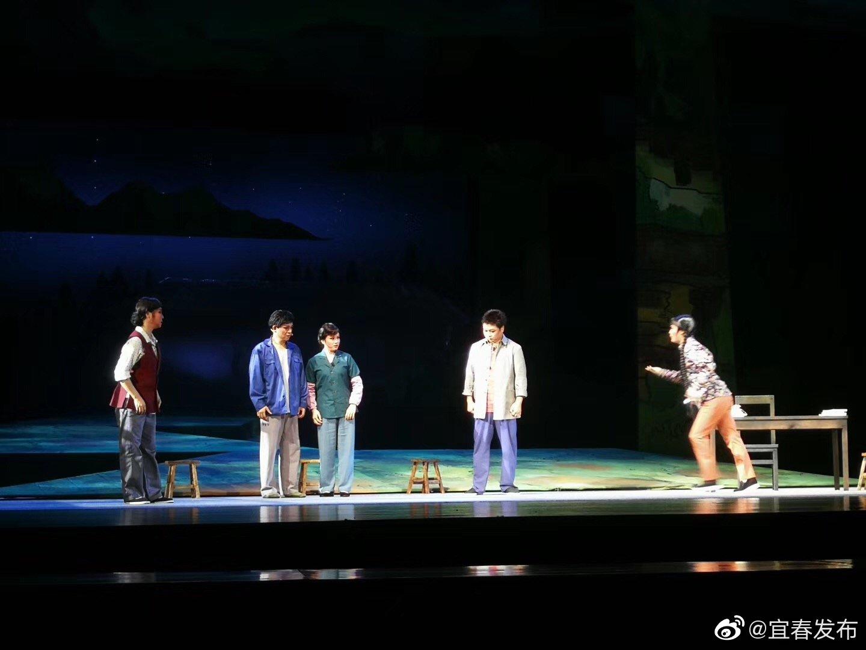 大型现代宜春采茶戏《月照山乡》首演