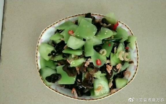 简单用海米黄瓜木耳莴笋这四种食材一拌味道爽滑顺口,好吃极了