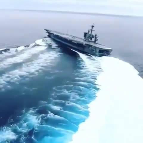林肯号航母高速过弯