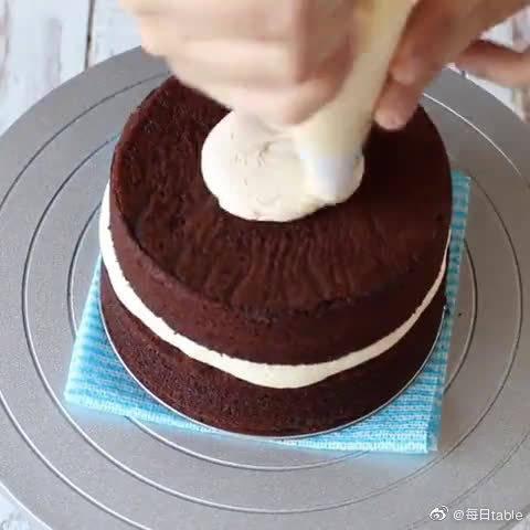 红枣奶油巧克力蛋糕,三种味道混合会是种怎样的体验呢?