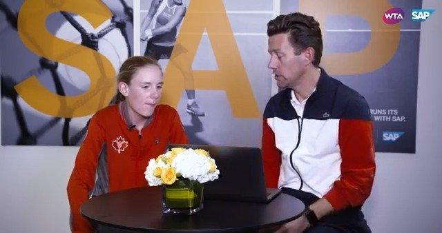 费塞特教练利用@SAP中国 网球数据分析系统向WTA明日之星们分析了几位
