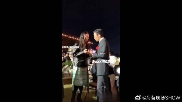 权志龙参加姐姐权多美与演员金敏俊的婚礼。5555巨星gg好久不见