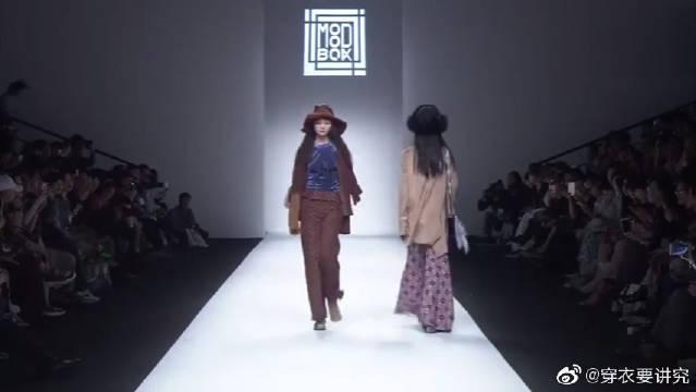 外国大长腿模特时装秀,超级个性的穿搭,有一种野性美