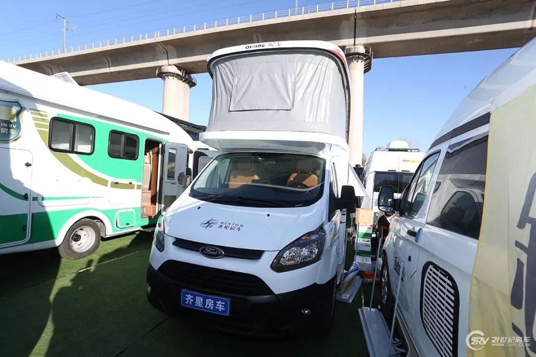40万欧胜房车 后拓展B型房车 北京房车展第二天新车型大汇总(2)