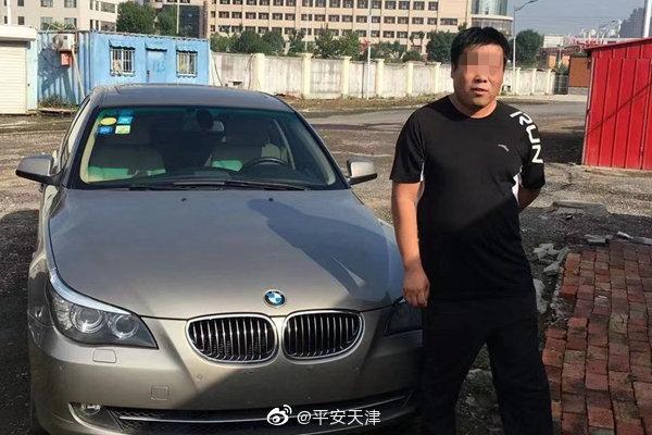 近日,@天津南开交警 在晨检时发现,一辆小客车突然踩刹车