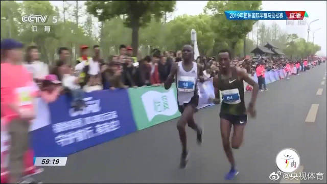 又见冲刺终结!埃俄选手夺扬州半程马拉松冠军