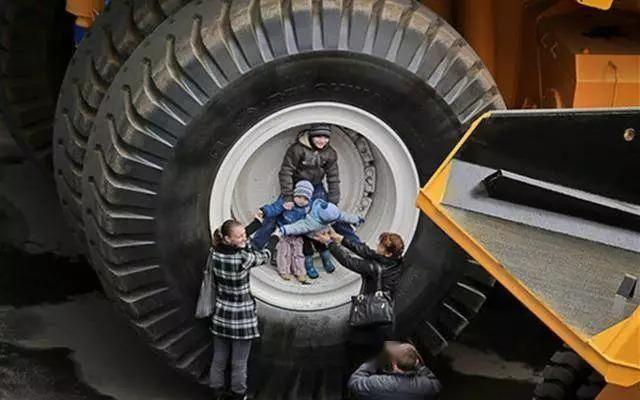 世界巨无霸卡车,轮胎比姚明高,可装下好几套房子!