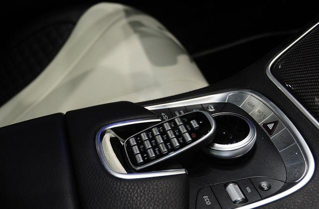 巴博斯S级线条简洁流畅,设计前卫,告别顿挫的驾驶感受
