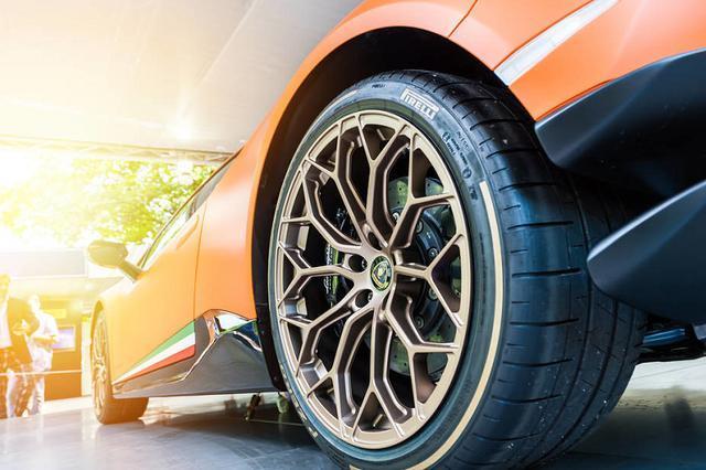 汽车轮胎三条沟和四条沟有啥区别?了解后再买车也不迟