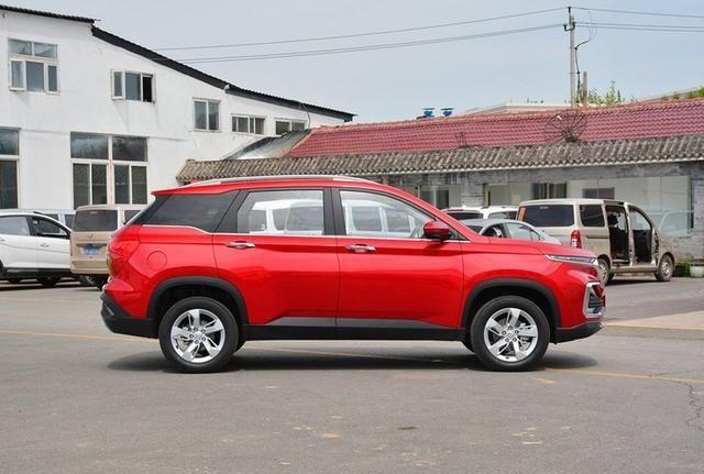 宝骏530车头设计霸气硬朗,车身具有层次感和设计感,值得入手!