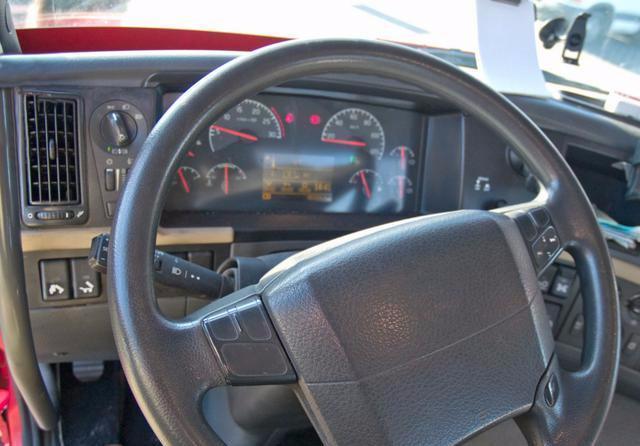 自动挡汽车为何不设计成左脚刹车,右脚油门图片