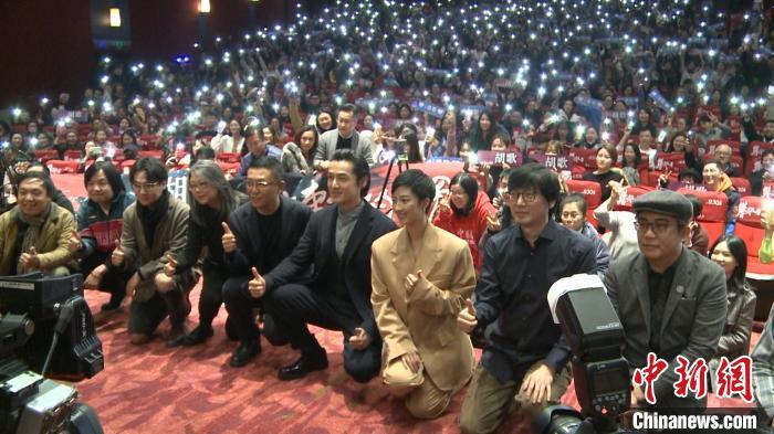 胡歌首次担纲电影男主 《南方车站的聚会》全程武汉话交流