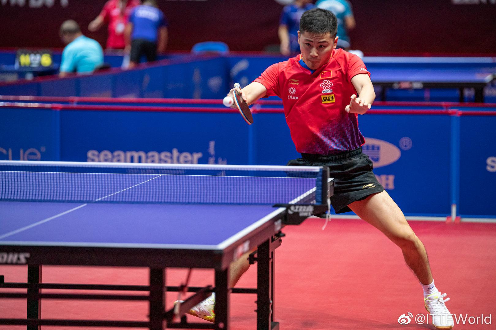 首日战毕,中国男队郑培锋4比1战胜立陶宛选手斯坦科维切斯