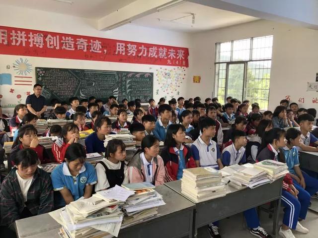 """""""黄埔•三都民族技工班""""学子返乡开启电商创业之旅"""