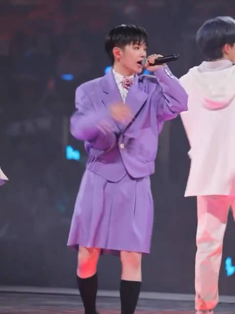 周震南R1SE重庆演唱会《疯子》 直拍南南太能跑了