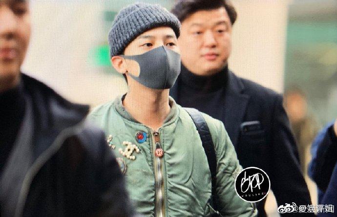 权志龙机场饭拍图,从时装周回来的gd身穿抹茶绿飞行员服针织帽
