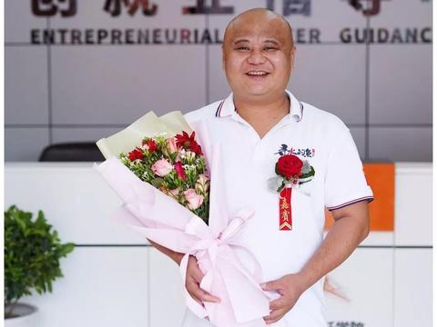 成功学子徐铭:自创餐饮品牌,他是如何做到月入百万的?