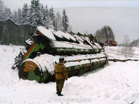 图①是中国雄壮的东风-41快递。图②是俄罗斯的大型翻车现场