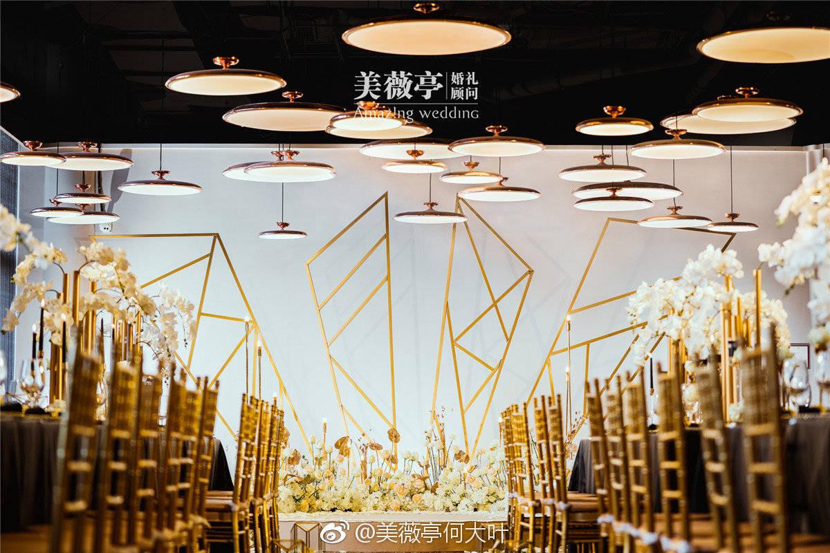 在老北京的花家怡园办婚礼,通过黑金配