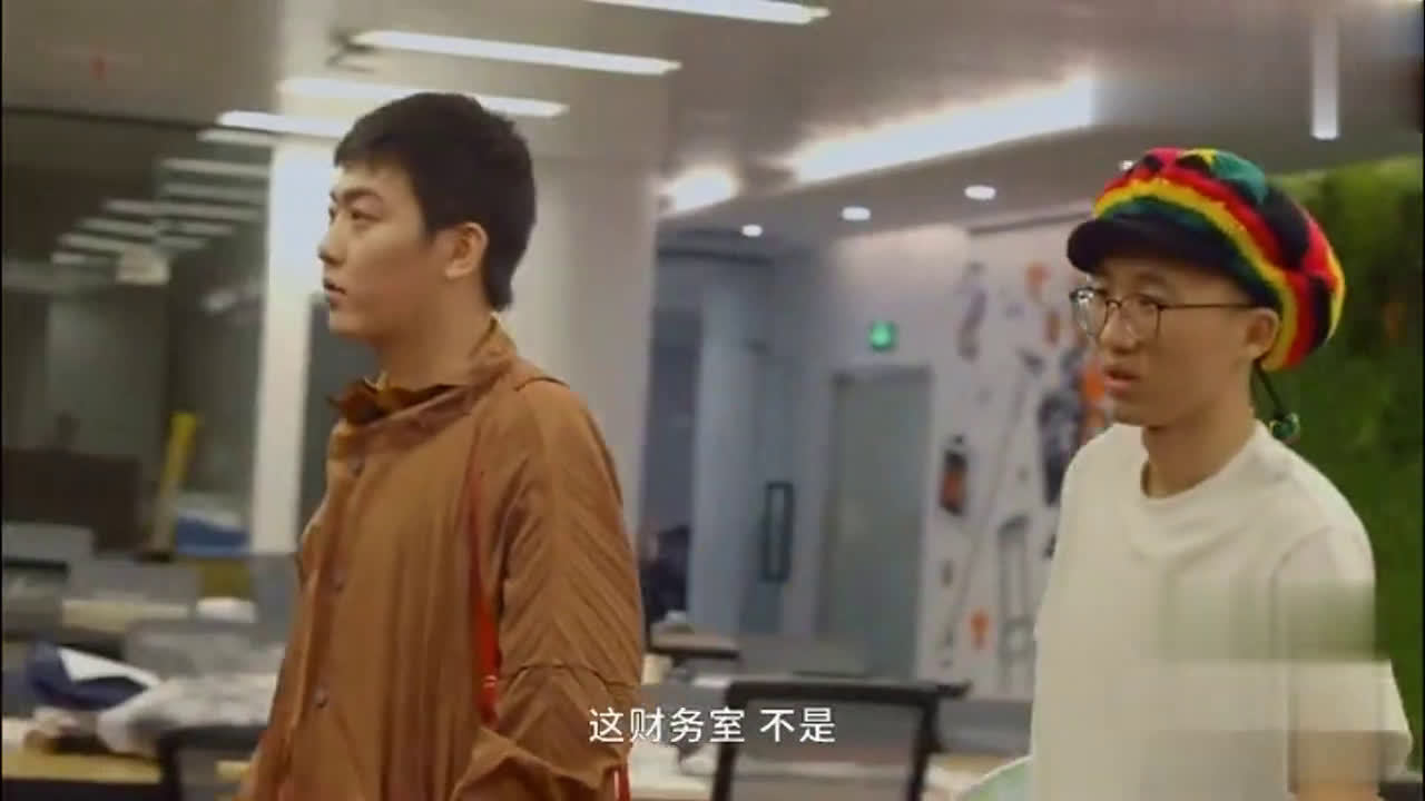 """来参观池子跟李诞的公司""""笑果文化"""",满墙都是李诞,你不气吗?"""