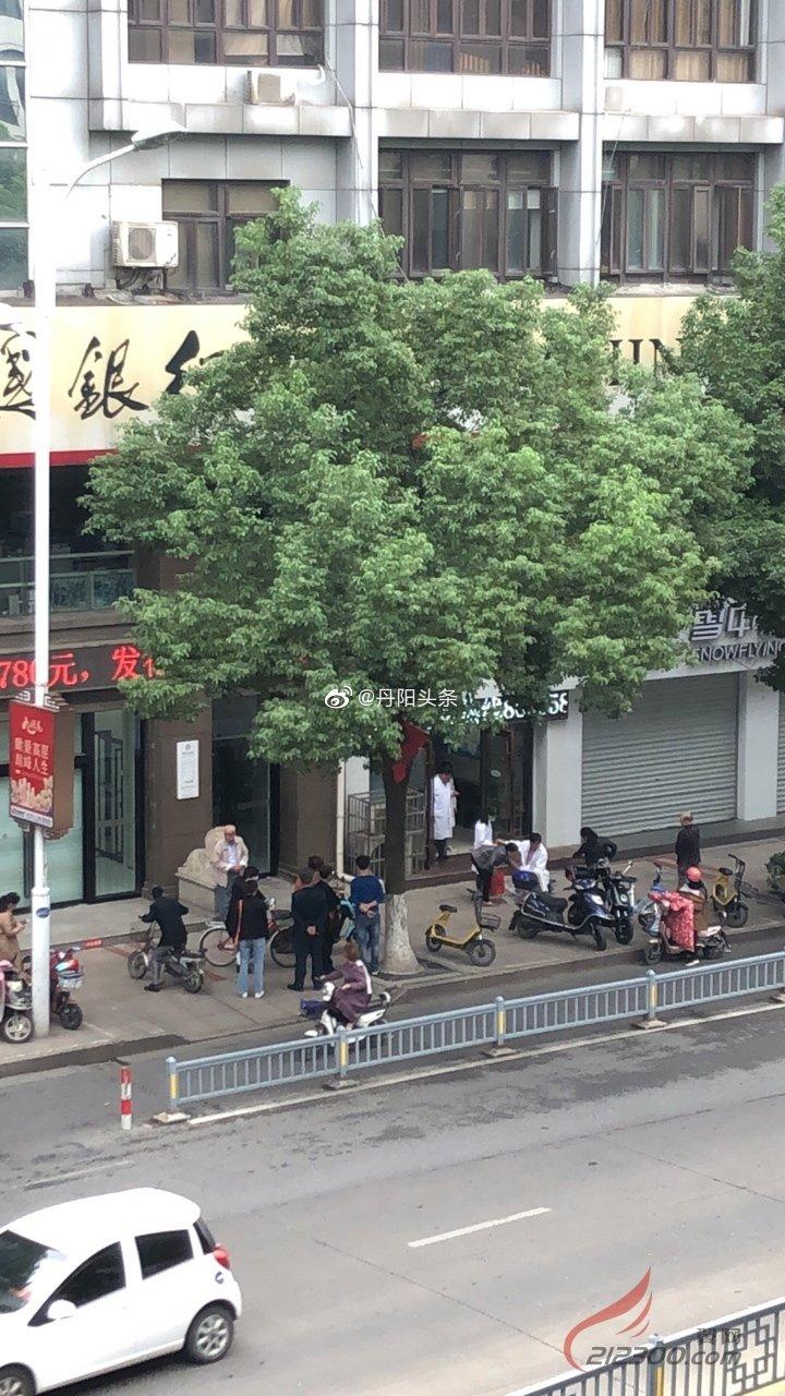 网友爆料:丹阳新民中路上一牙科诊所发生医患关系纠纷