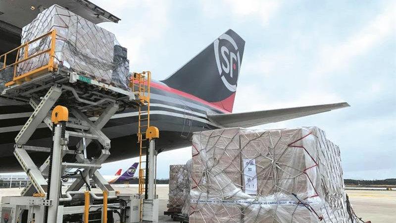 中欧货运航线提前复航 88576公斤欧洲物资飞抵无锡